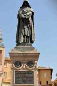 Statue-Giordano-bruno-rome